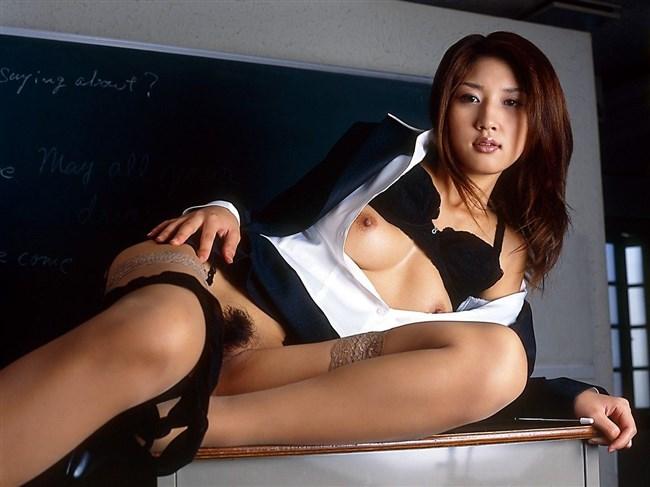 綺麗な女教師だったら必ず淫乱女教師としてズリネタにされてる法則wwww0013shikogin