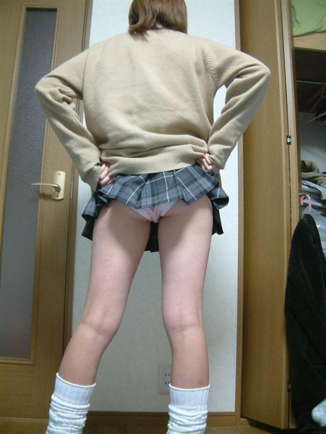 恥ずかしそうにスカートめくってパンティ見せてくれるお姉さん最高すぎwww0017shikogin