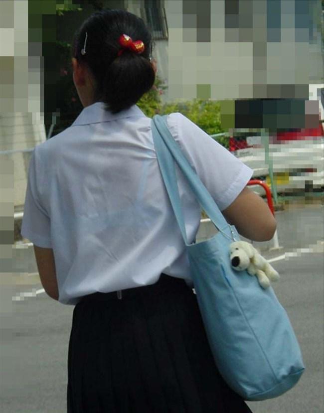 透けブラさせまくりで通学する夏服姿のJKをあえて真冬に振り返るwwwww0006shikogin