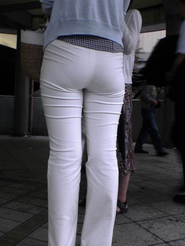 パツパツの白パンツにデカいお尻を突っ込むと必ずこうなるwwwww0005shikogin