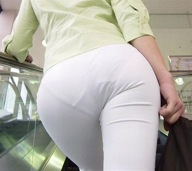 パツパツの白パンツにデカいお尻を突っ込むと必ずこうなるwwwww0014shikogin