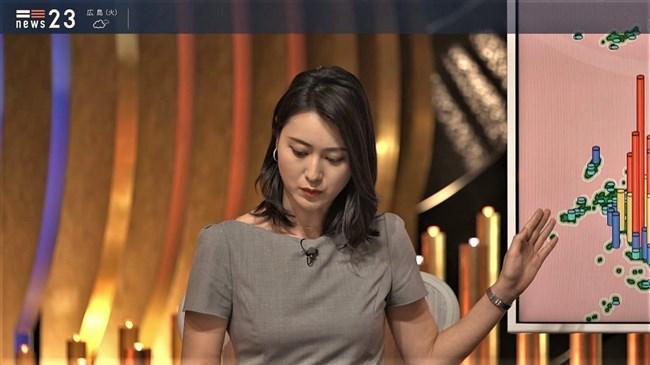 小川彩佳~NEWS23で意外と薄い生地のワンピでプックリオッパイを見せまくり!0007shikogin