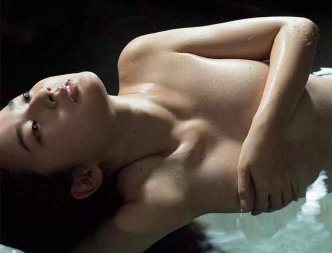 高嶋香帆~8年ぶりの写真集先行グラビアは下着姿とセミヌードでエロ過ぎ!0010shikogin