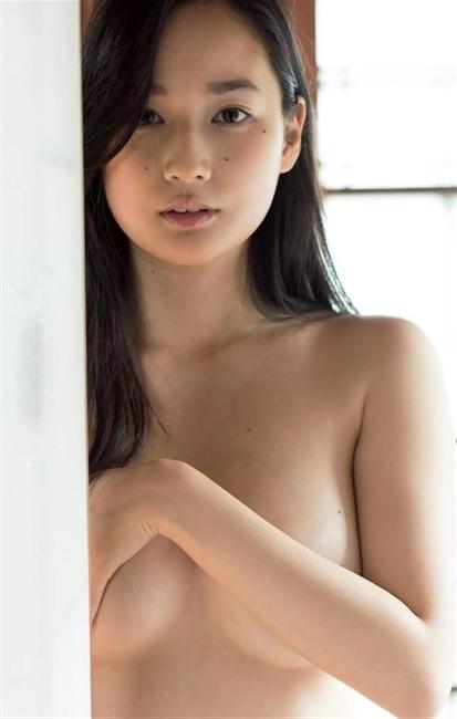 高嶋香帆~8年ぶりの写真集先行グラビアは下着姿とセミヌードでエロ過ぎ!0003shikogin
