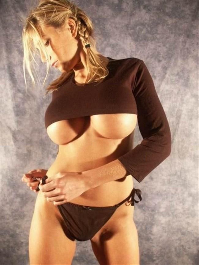 ぷりっぷりな下乳が実に美味しそうな外国人美女がこちらwww0006shikogin