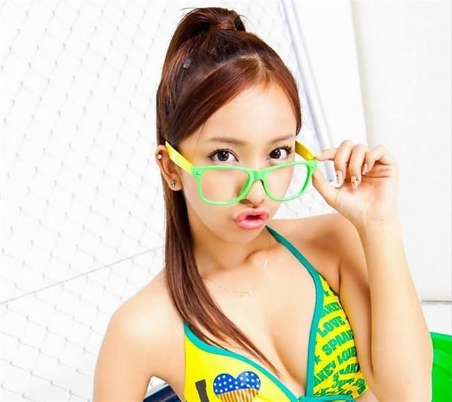 えちえちなカラダと真面目顔のメガネ女子のアンバランスが最高wwww0010shikogin