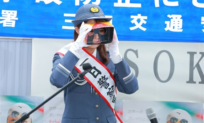 宇垣美里~一日警察署長就任でカメコが100人以上現れ周辺は大混雑!やっぱ超可愛い!0006shikogin