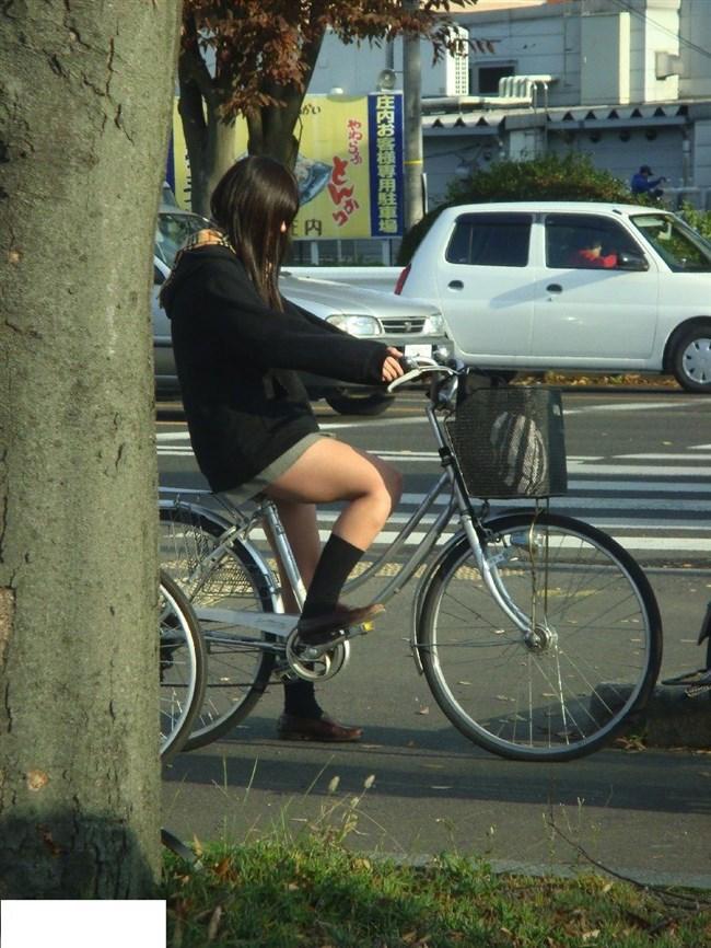 自転車にまたがることで太ももが更に露出してるJKの姿がハレンチ過ぎwwww0022shikogin
