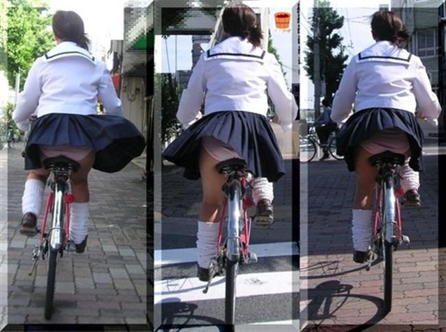 自転車にまたがることで太ももが更に露出してるJKの姿がハレンチ過ぎwwww0010shikogin