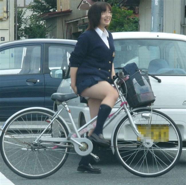 自転車にまたがることで太ももが更に露出してるJKの姿がハレンチ過ぎwwww0024shikogin