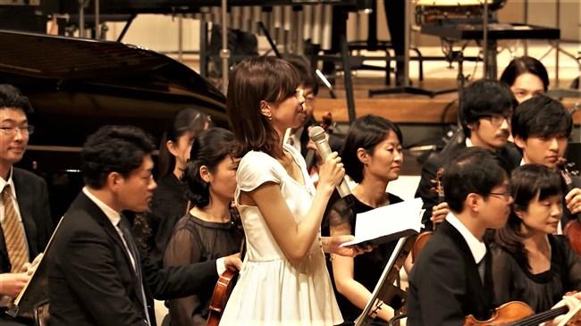加藤綾子~NHKクラシック音楽館N響ほっとコンサートにて前屈みの谷間チラとブラチラ!0004shikogin