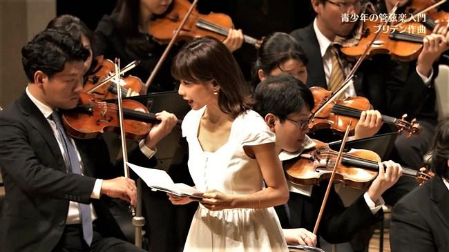 加藤綾子~NHKクラシック音楽館N響ほっとコンサートにて前屈みの谷間チラとブラチラ!0006shikogin