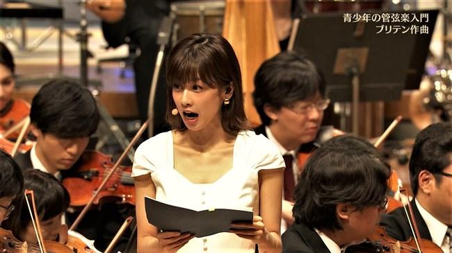 加藤綾子~NHKクラシック音楽館N響ほっとコンサートにて前屈みの谷間チラとブラチラ!0007shikogin