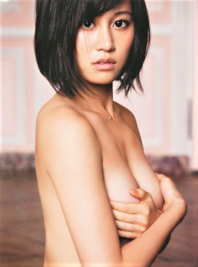 前田敦子~結婚後は子作りに集中か?貴重なパンチラと胸チラ疑似フェラ画像集!0011shikogin