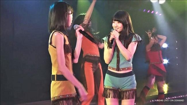 村山彩希[AKB48]~マンスジくっきりのショーパン姿にドキリ!胸チラで乳輪露出も!?0002shikogin