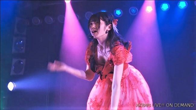 村山彩希[AKB48]~マンスジくっきりのショーパン姿にドキリ!胸チラで乳輪露出も!?0007shikogin