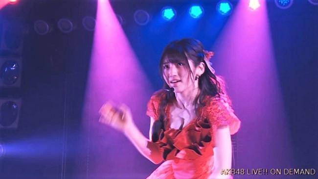 村山彩希[AKB48]~マンスジくっきりのショーパン姿にドキリ!胸チラで乳輪露出も!?0008shikogin