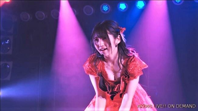 村山彩希[AKB48]~マンスジくっきりのショーパン姿にドキリ!胸チラで乳輪露出も!?0011shikogin
