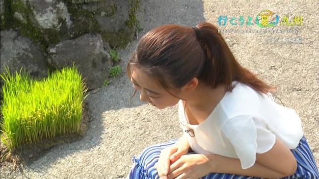 庭木櫻子~NHK福岡の美人アナがロケで前屈みでしゃがんで大胆な胸の谷間チラ!0008shikogin