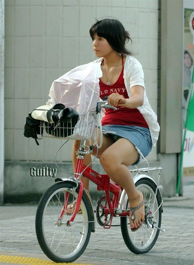 無防備過ぎるミニスカ女子の自転車乗る姿に釘付けwwww0022shikogin