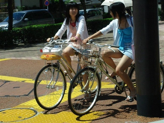 無防備過ぎるミニスカ女子の自転車乗る姿に釘付けwwww0004shikogin