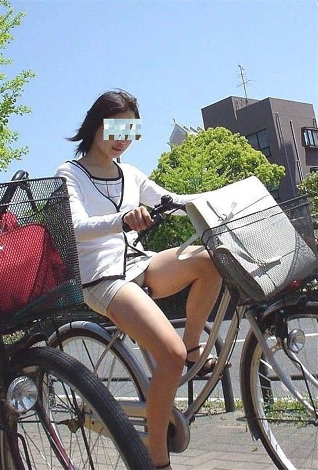 無防備過ぎるミニスカ女子の自転車乗る姿に釘付けwwww0006shikogin