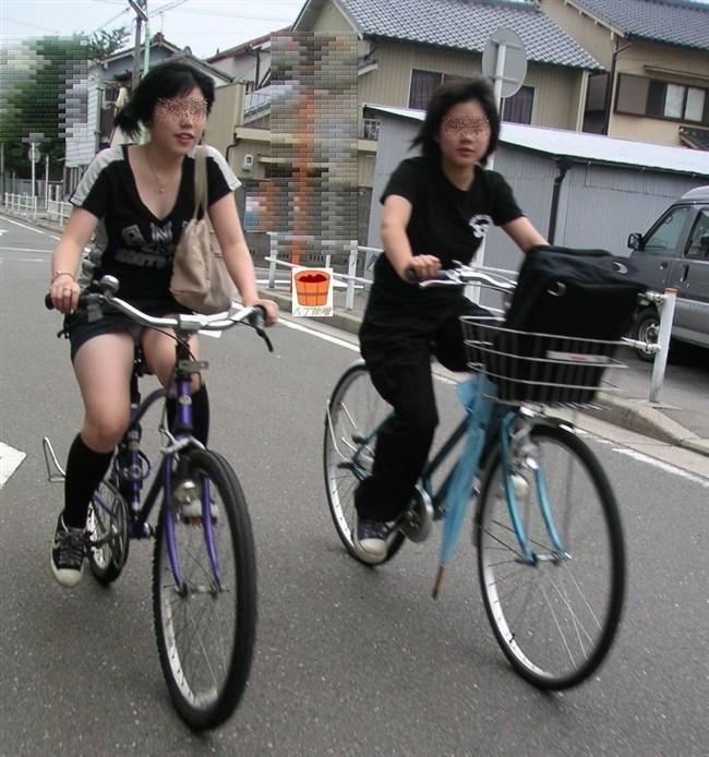 無防備過ぎるミニスカ女子の自転車乗る姿に釘付けwwww0007shikogin