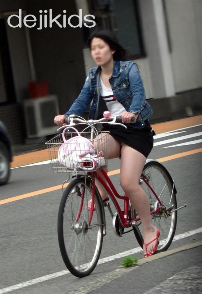 無防備過ぎるミニスカ女子の自転車乗る姿に釘付けwwww0012shikogin