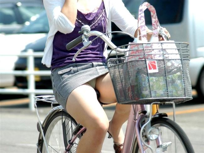 無防備過ぎるミニスカ女子の自転車乗る姿に釘付けwwww0014shikogin