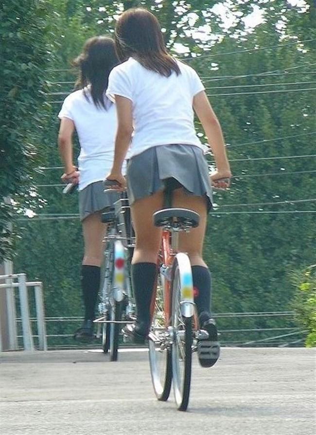 無防備過ぎるミニスカ女子の自転車乗る姿に釘付けwwww0015shikogin