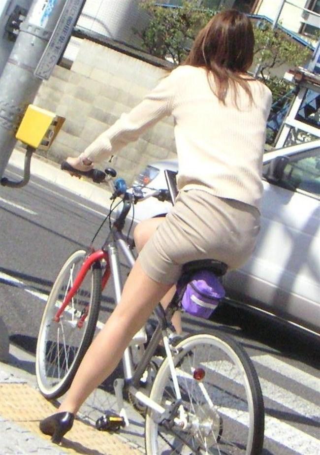 無防備過ぎるミニスカ女子の自転車乗る姿に釘付けwwww0016shikogin