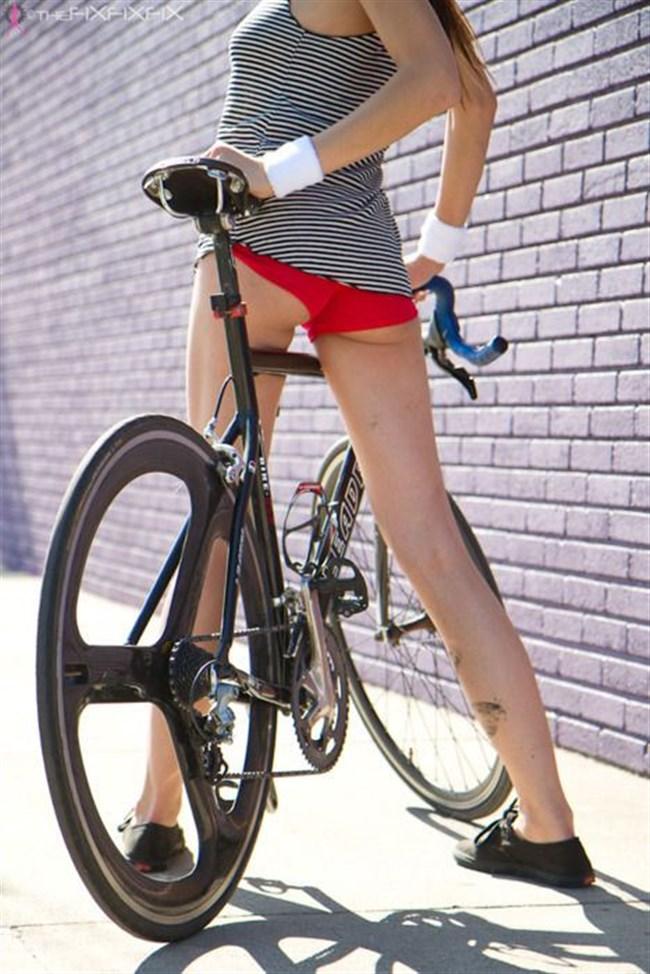 無防備過ぎるミニスカ女子の自転車乗る姿に釘付けwwww0020shikogin