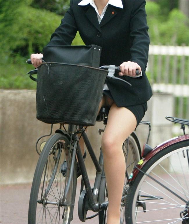 無防備過ぎるミニスカ女子の自転車乗る姿に釘付けwwww0027shikogin