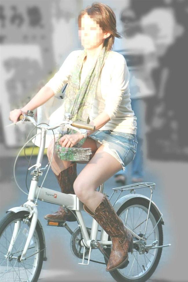 無防備過ぎるミニスカ女子の自転車乗る姿に釘付けwwww0025shikogin