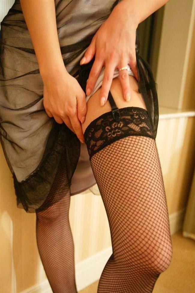 ガーターベルトで色気が倍増!えちえちな女性の下着姿wwwww0012shikogin