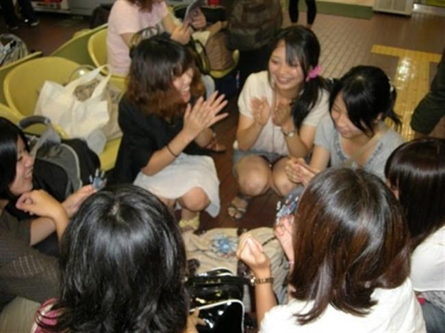 夏が恋しくなるミニスカ女子のパンチラを拝めた瞬間wwwww0010shikogin