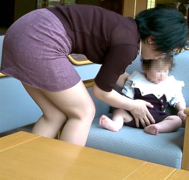 ポロチラ連発する無防備な子連れママがえちえち過ぎて股間に響くwwww0011shikogin