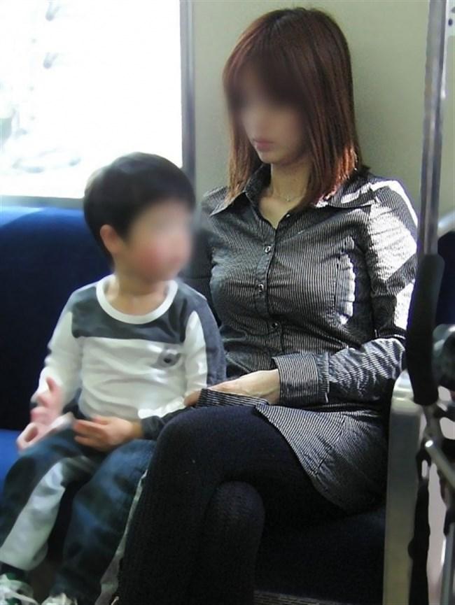 ポロチラ連発する無防備な子連れママがえちえち過ぎて股間に響くwwww0042shikogin