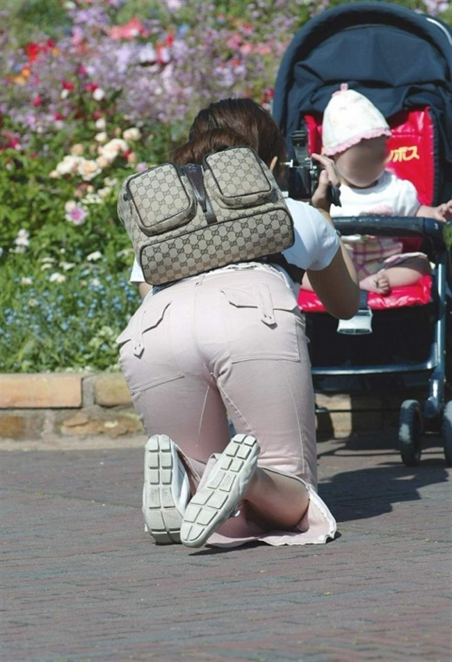 ポロチラ連発する無防備な子連れママがえちえち過ぎて股間に響くwwww0031shikogin