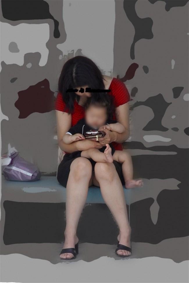 ポロチラ連発する無防備な子連れママがえちえち過ぎて股間に響くwwww0035shikogin