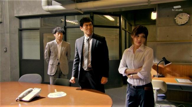 倉科カナ~刑事七人でのパンツに食い込んだヒップが極エロ!オッパイの膨らみも凄い!0011shikogin