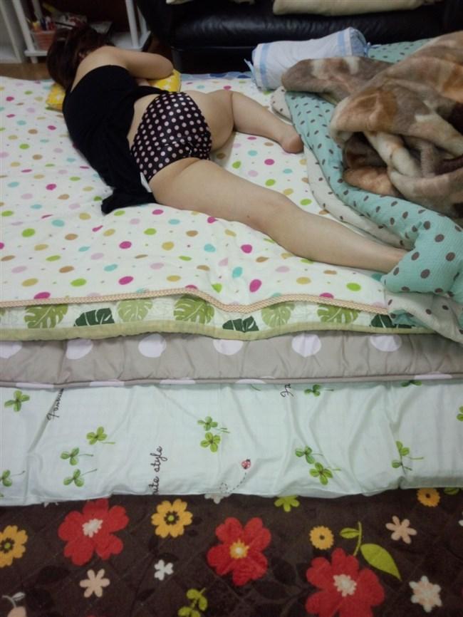 無防備な寝姿を晒す彼女の画像を共有する奴有能過ぎwwww0028shikogin