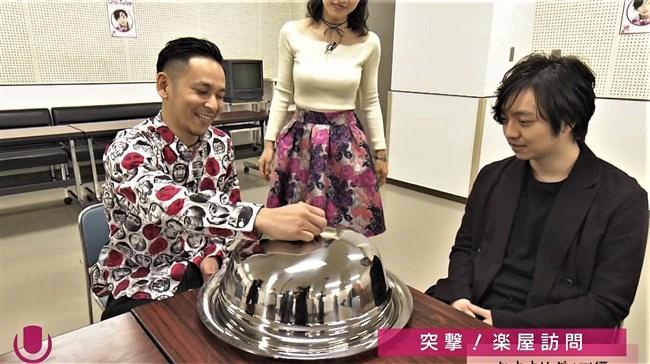 澤田彩香~Uta-Tubeでの巨乳なニット服での胸の膨らみと背中のブラ透けがエロ過ぎ!0013shikogin