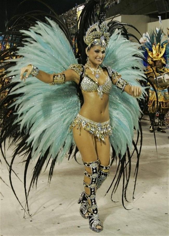 ブラジルのサンバカーニバルでの踊り子がガチで露出狂レベルwwww0013shikogin