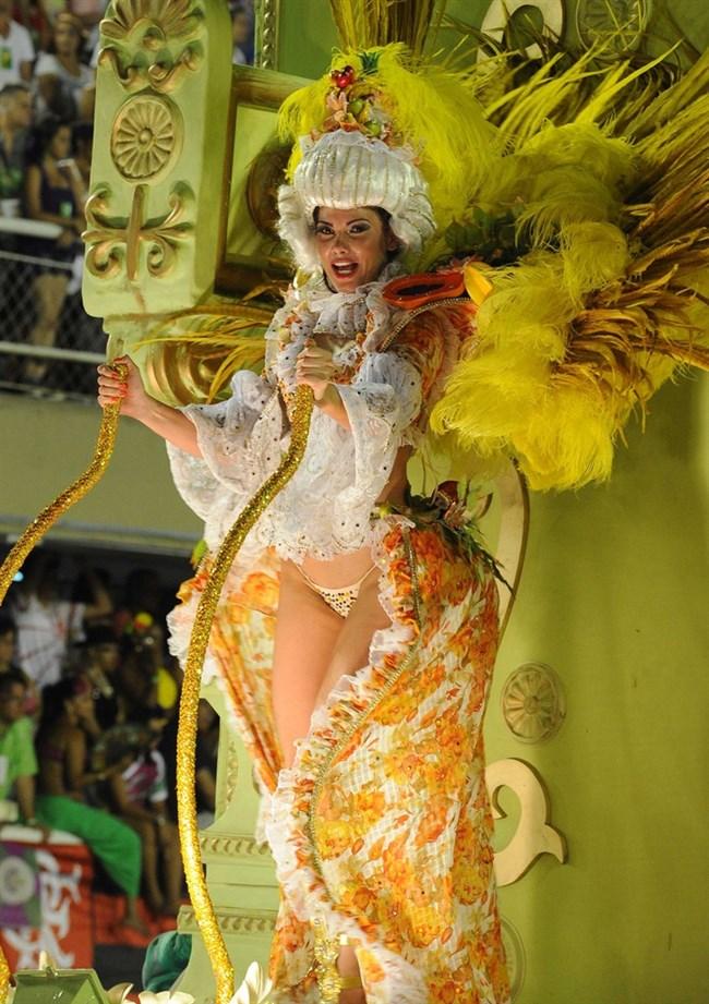ブラジルのサンバカーニバルでの踊り子がガチで露出狂レベルwwww0014shikogin
