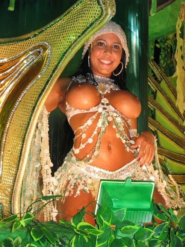 ブラジルのサンバカーニバルでの踊り子がガチで露出狂レベルwwww0015shikogin