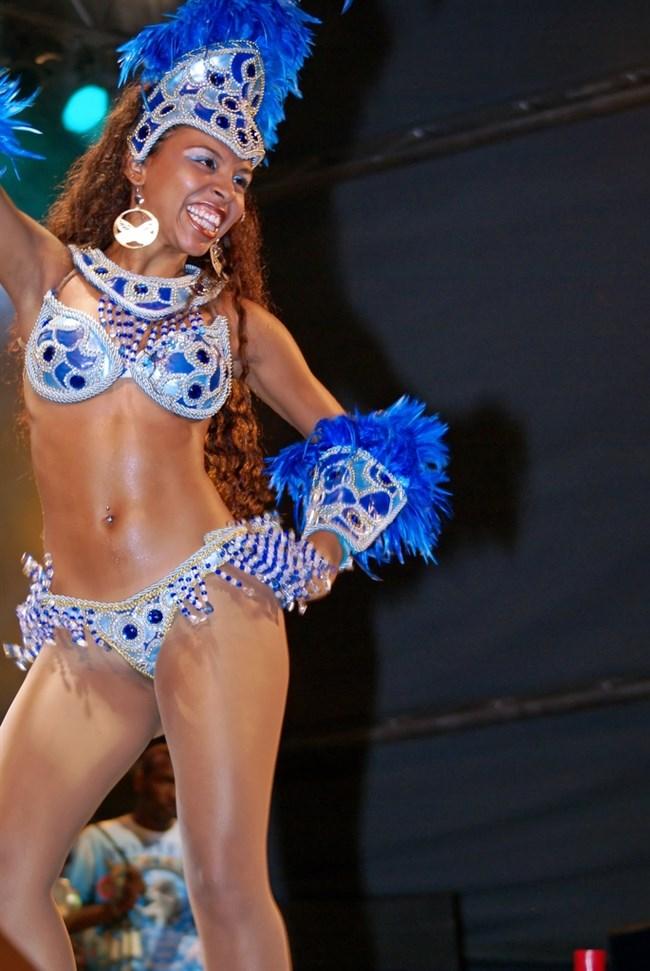 ブラジルのサンバカーニバルでの踊り子がガチで露出狂レベルwwww0018shikogin