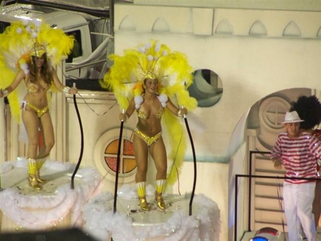 ブラジルのサンバカーニバルでの踊り子がガチで露出狂レベルwwww0019shikogin