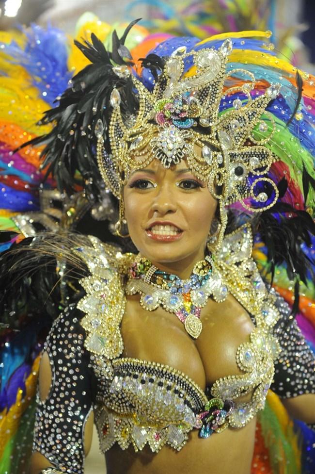 ブラジルのサンバカーニバルでの踊り子がガチで露出狂レベルwwww0020shikogin