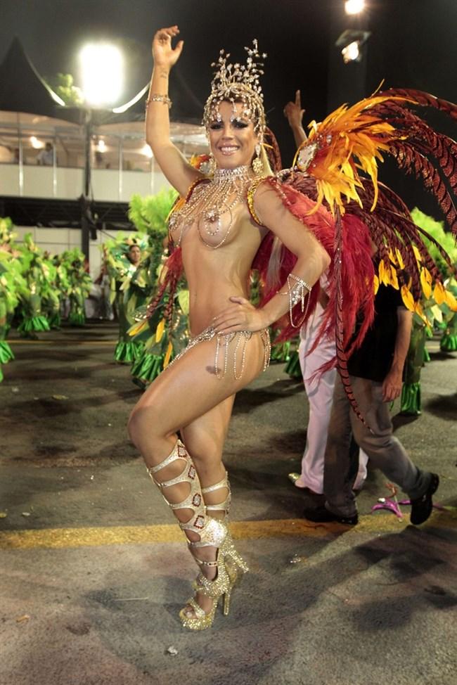 ブラジルのサンバカーニバルでの踊り子がガチで露出狂レベルwwww0022shikogin